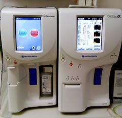 全自動血球計数器と臨床化学分析装置